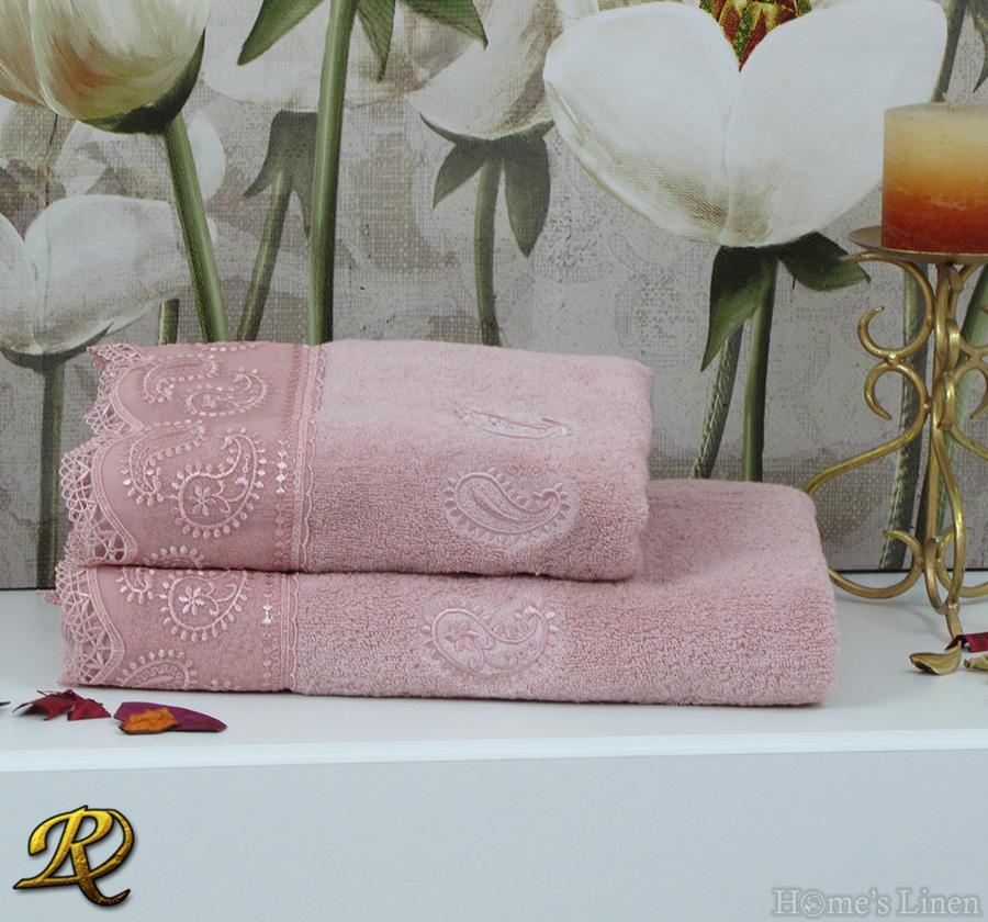 Комплект 2бр. хавлиени кърпи с дантела розово